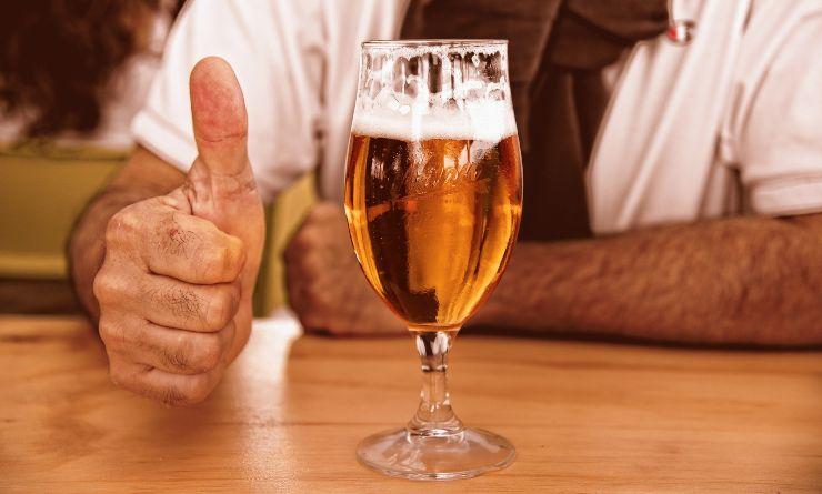 bicchiere birra giornata mondiale birra