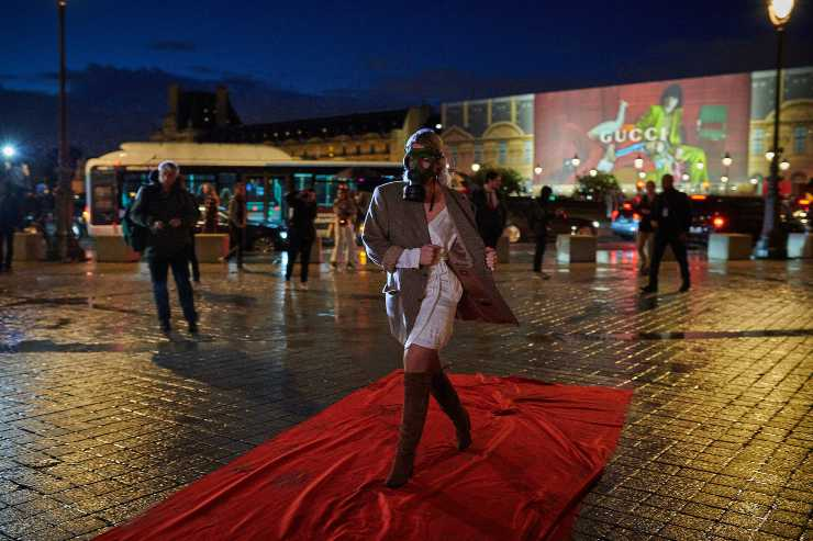 attivisti parigi louis vuitton